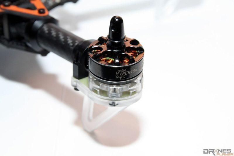 對應軸距為 250 毫米的主流 FPV 穿越機,應選擇規格為 2300kV 2204 的摩打。