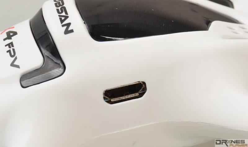 Hubsan H107D 機側設 Micro USB 介面作充電之用。