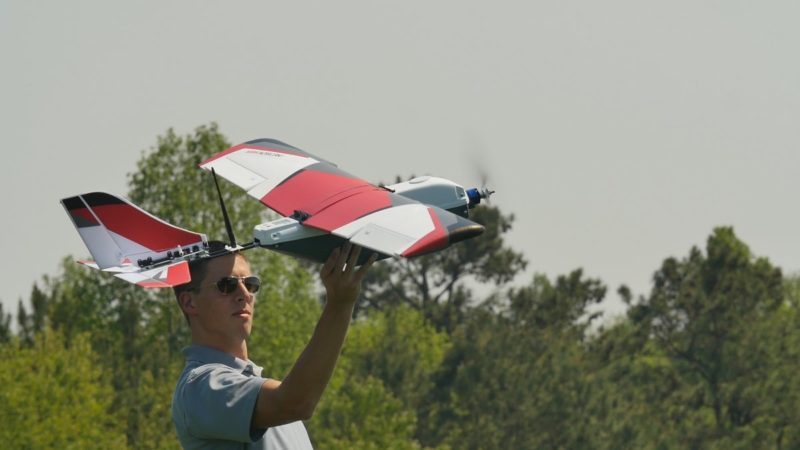 PrecisionHawk 專攻農用無人機市場,圖為旗下無人機型號 Lancaster 5。