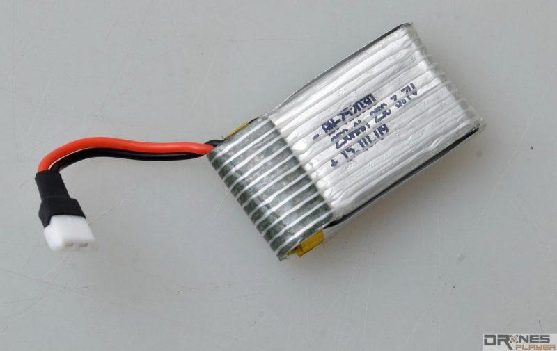 UDI RC U830 使用 3.7V / 250mAh 可換式電池。