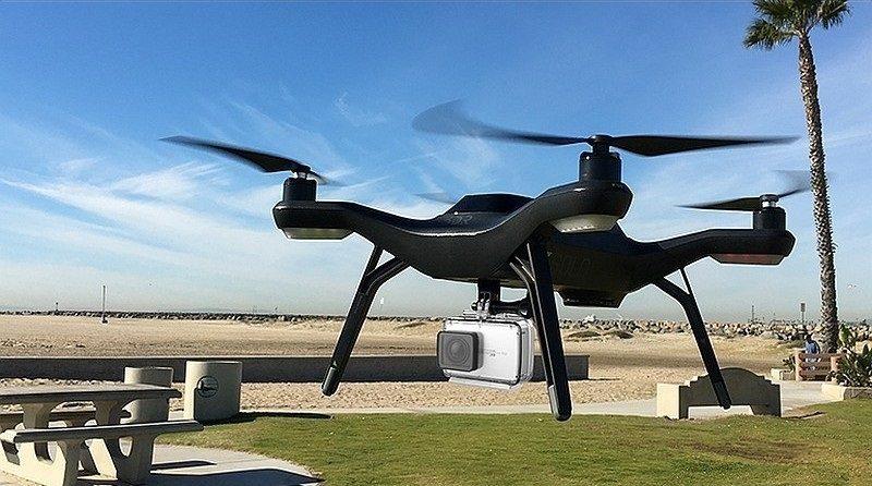 小米指出,小蟻 4K 運動相機可搭配無人機使用。 圖中的示範機型為 3D Robotics Solo。
