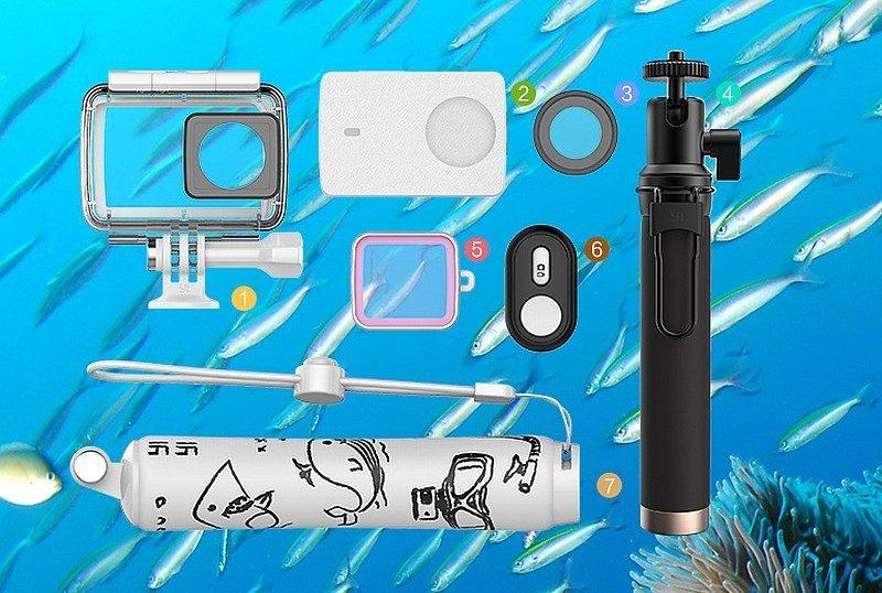 小蟻 4K 運動相機套裝版內含防水殼及自拍桿等配件。