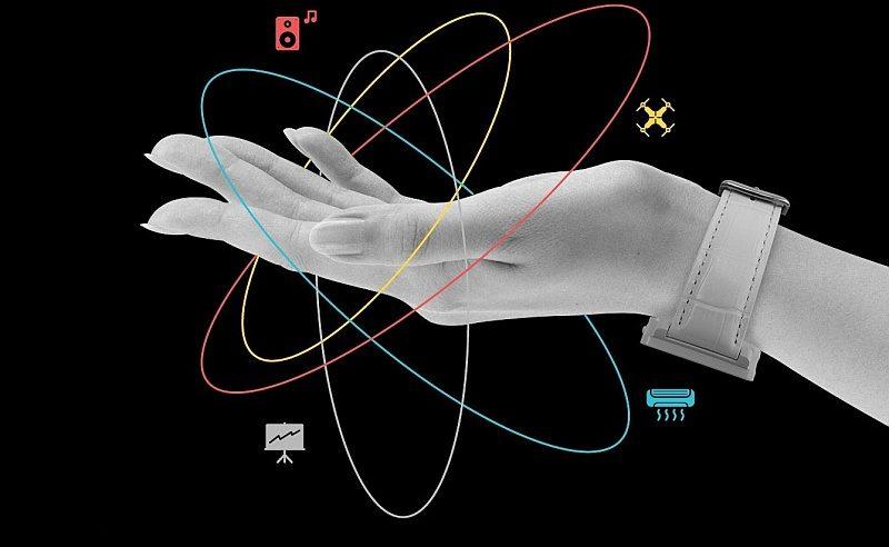 Hug Smartwatch 用戶可透過手勢識別技術來控制 PC 電腦、VR 裝置、智慧型家電、甚至無人機。