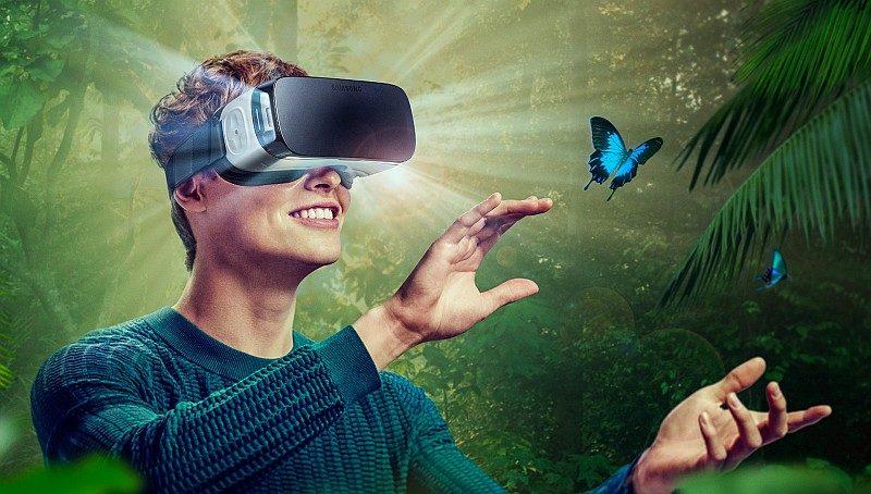用戶只要將 Gear VR 眼鏡和 Galaxy 手機合併使用,即可欣賞由 Gear 360 所拍攝的 VR 影片,不過購入前述所有產品,投資的金錢也不算少。
