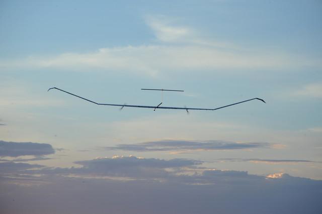 空巴太陽能無人機  Zephyr T 極為纖薄輕巧,節省能源耗費。