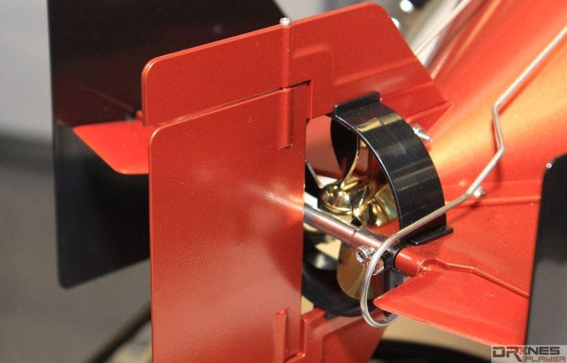 Seawolf Ocean Master 機尾設有螺旋槳推進器,兩側為控制左右轉向的鰭板。