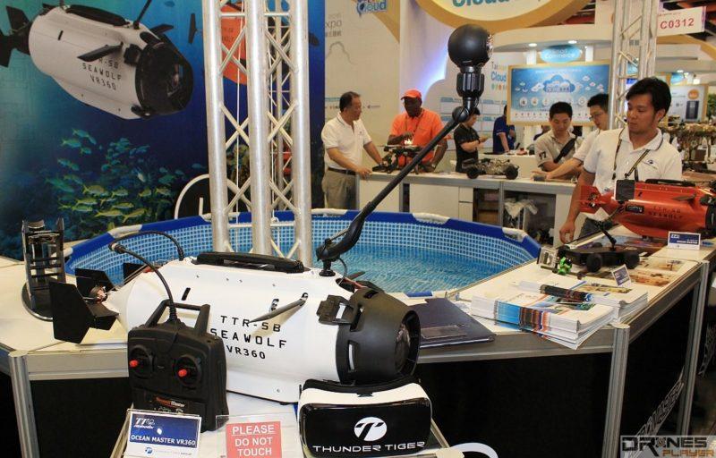 具有 360 度全景鏡頭的 Seawolf VR360 水中無人機。