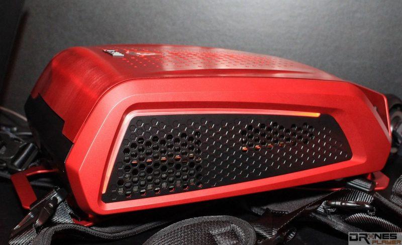 MSI Backpack PC 側面設有散熱氣孔。