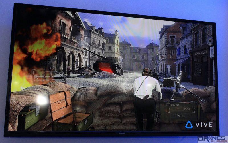 跟著可將綠幕中的 HTC Vive 玩家合成至遊戲畫面,令人仿如置身戰場一樣。