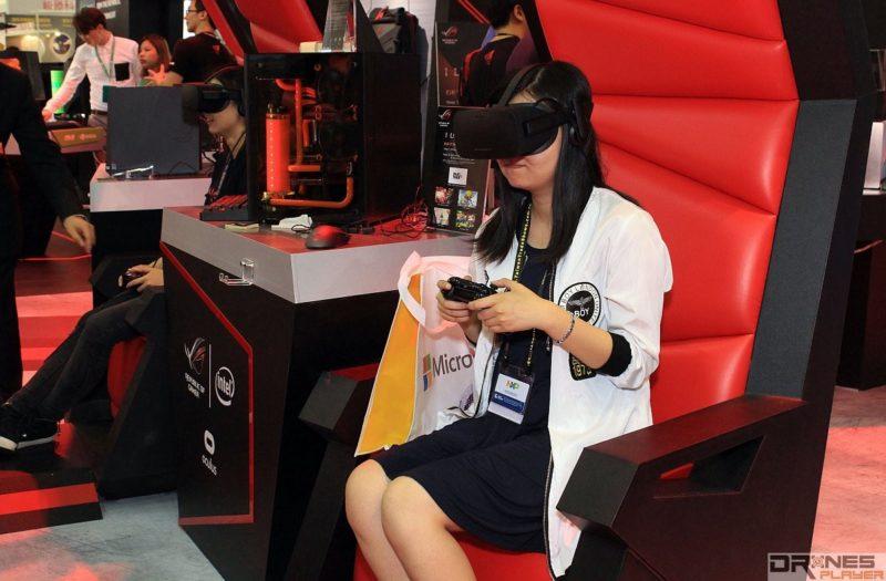 VR 眼鏡搭配 ASUS ROG G20 電腦,即可體驗 VR 遊戲。