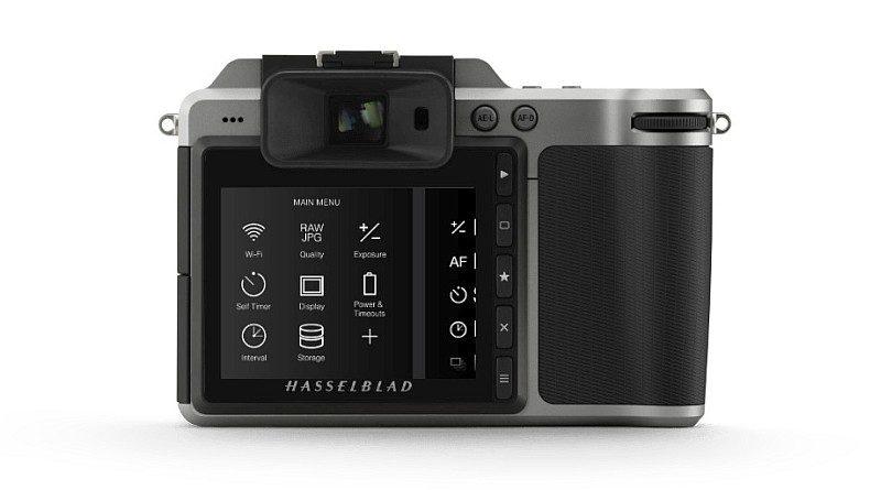 Hasselblad X1D 機背按鍵不多,主要依靠 3 吋 92 萬像素屏幕進行觸控。