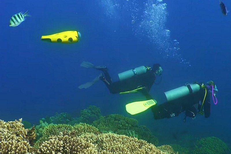 iBubble 水中無人機懂得自動尾隨潛水員進行潛拍。