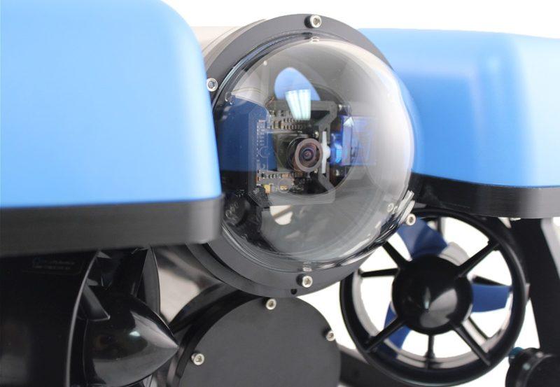 BlueROV2 機首裝設全高清航拍攝影機,水底下的拍攝視角為 110 度。