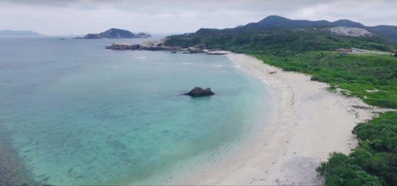 加入空拍機後,可為寫真集增添了不少遼闊的沙灘美景。