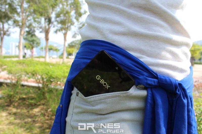 G-Box 體積不大,放在 DronesPlayer 女記者伍彤的褲袋也有足夠空間。