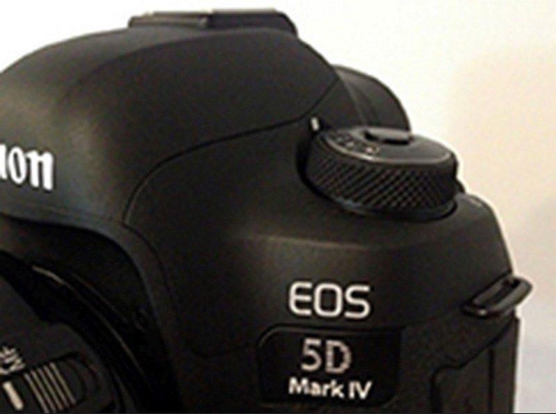 這張從 CanonRumors 流出的疑似 Canon EOS 5D Mark IV 諜照,PhotoRumors 指出是由《Photoshop》後製而成。