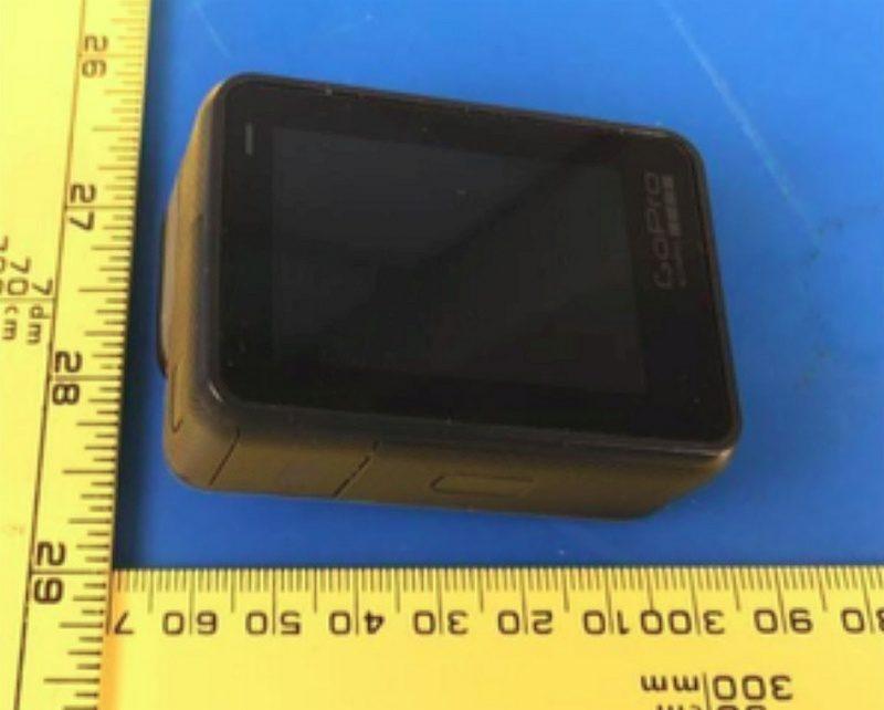 疑似 GoPro HERO5 機背設有觸控屏幕,在觸屏右方印有 GoPro 標誌。