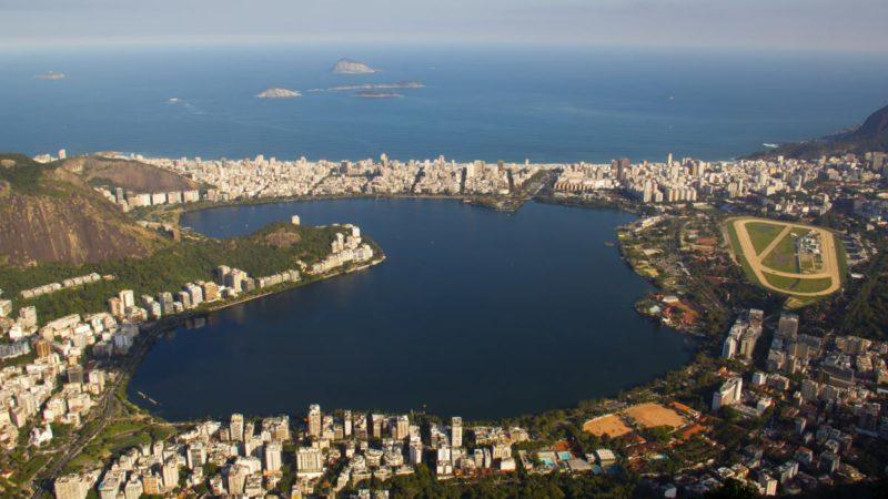 巴西 Rodrigo de Freitas Lagoon 湖(Vinicius Tupinamba / Shutterstock 攝影)
