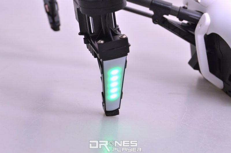 Wltoys Q333A 航拍機發動機下方均設有 5 顆 LED 燈號。