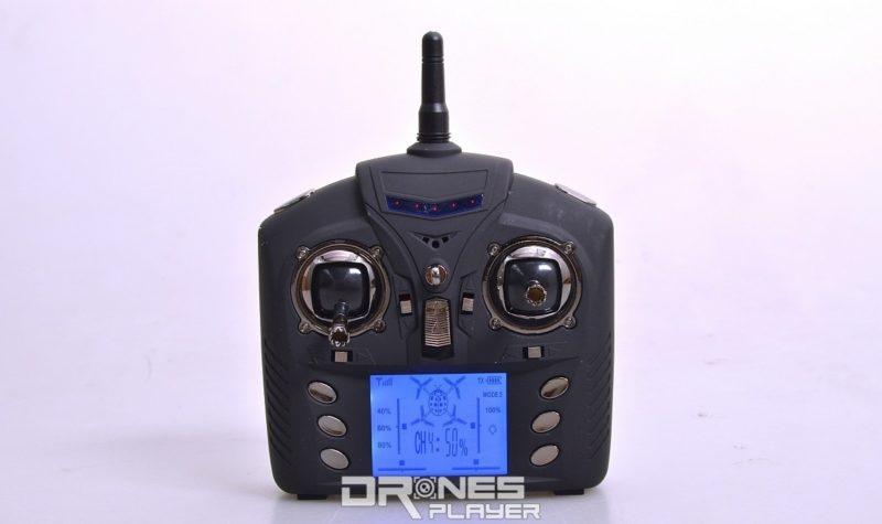 Wltoys Q333A 航拍機的遙控器屬中型大小。