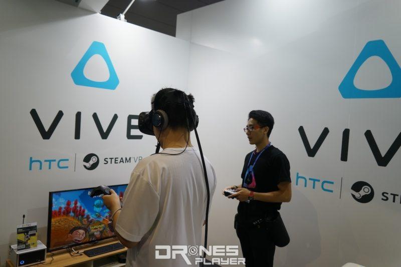 電競節會場內設有 HTC Vive 試玩專區。