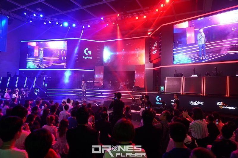 香港電競節請來樂隊表演。