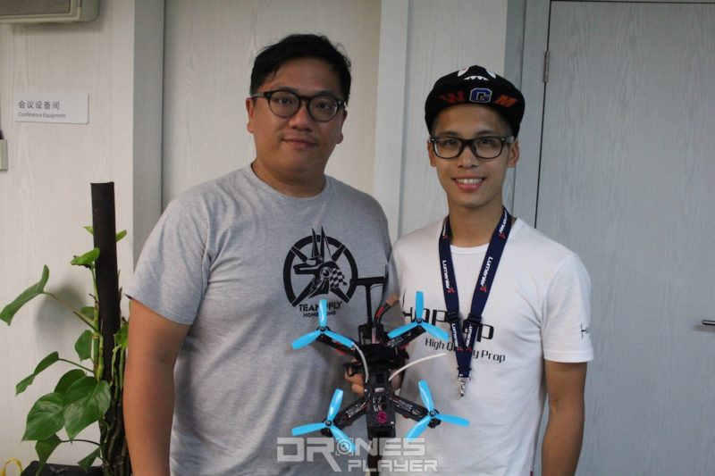香港隊飛手 Danny Chan(右)和工程師拍檔 Ronald Cheung(左)。
