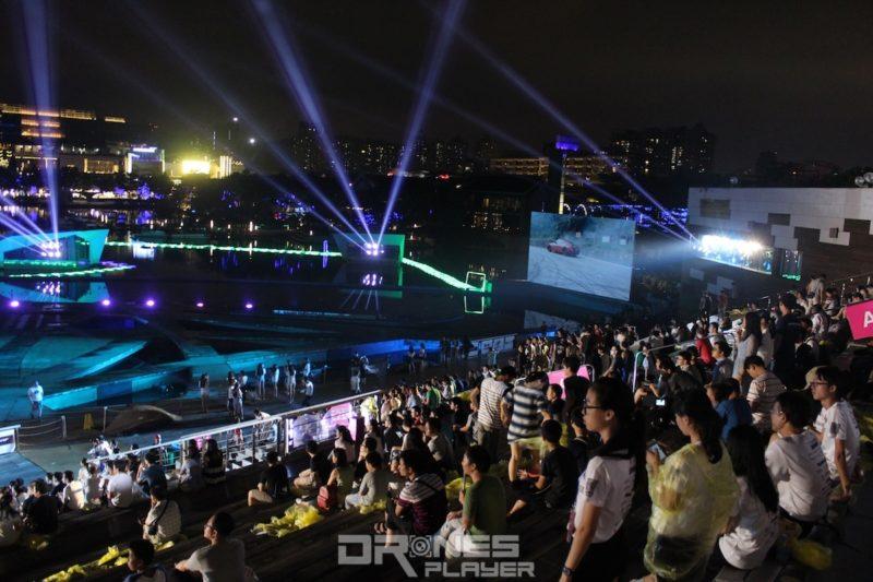 觀眾可透過大屏幕觀看賽事。