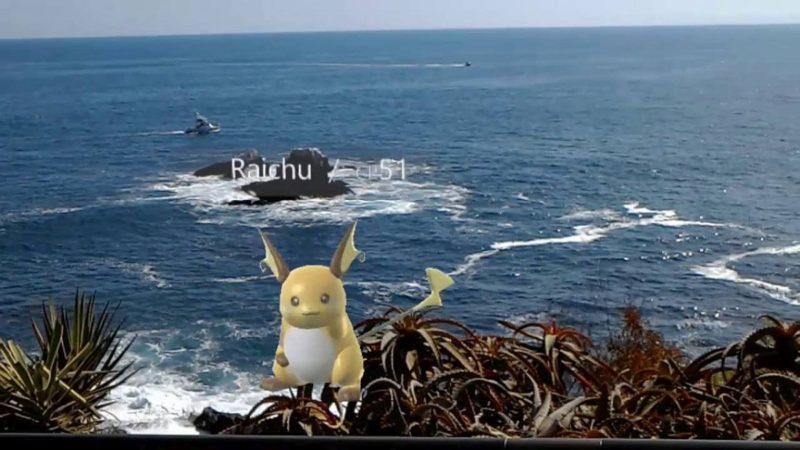 Koder 短片中的小精靈跟原裝《Pokémon GO》的樣子有點落差,惟畫面上還會顯示精靈名字和 CP 值,同時精靈還懂得聞歌起舞。