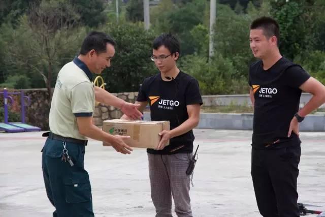 中國郵政於安吉縣無人機送貨包裹到步