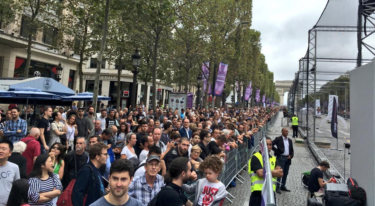 巴黎無人機節觀眾(Paris Drone Festival/Twitter)