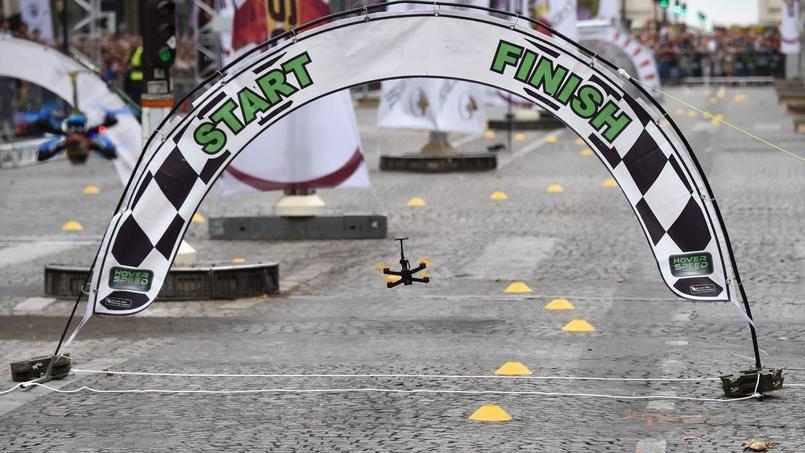 巴黎無人機節 - 賽道拱門(照片來源:Avenue des Champs-Élysées/Facebook)