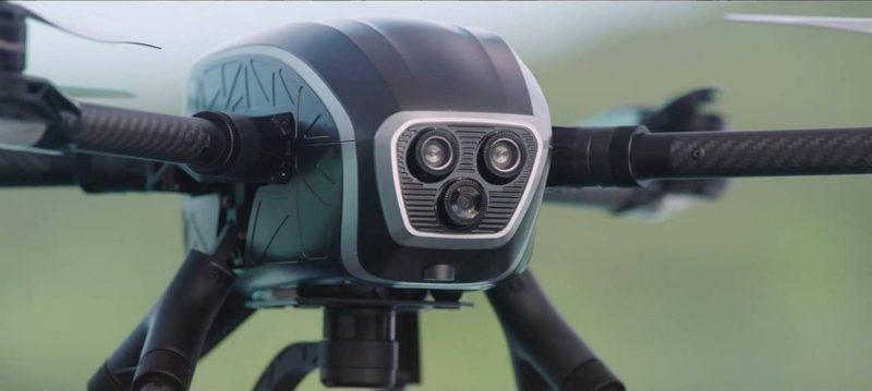 PowerEye機首設有 FPV 視像鏡頭,用作察看機身前方景物,與機底的航拍鏡頭同步拍攝,即可實現雙觀測效果。