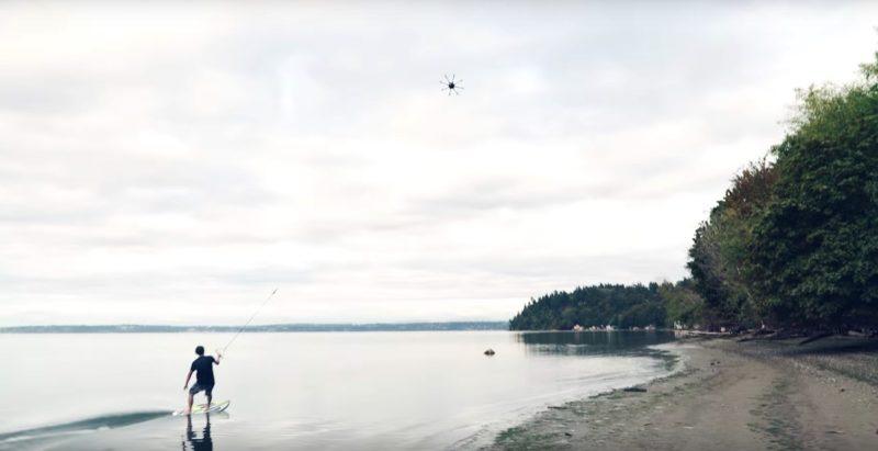 無人機拉動滑浪手似是輕而易舉。