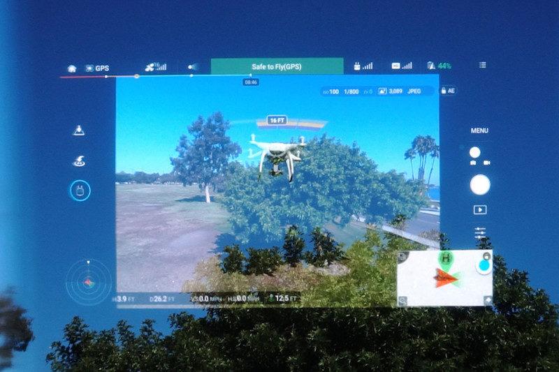 螢幕與現實畫面重疊的飛行視覺,有點鐵甲奇俠的感覺吧。