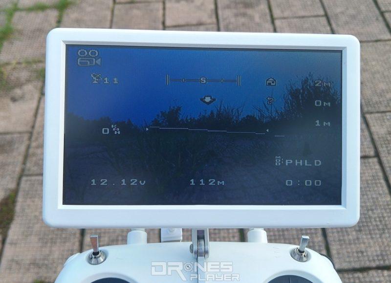GTEN ONE 4K 遙控器附帶 7 吋的獨立顯示屏,既可顯示 FPV 航拍畫面,也可提供飛行數據。