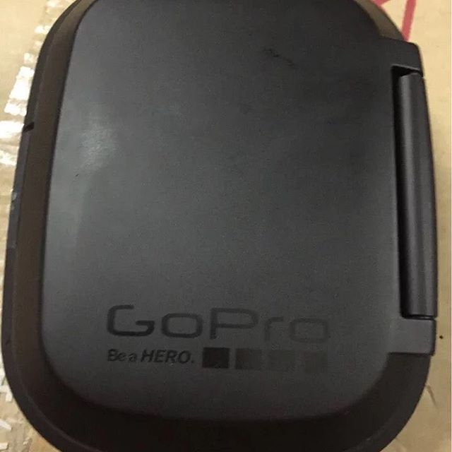 遙控器可摺合,方便攜帶。