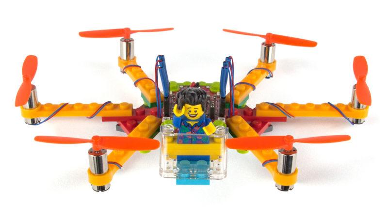積木無人機怎麼能缺少樂高人仔當機師呢?