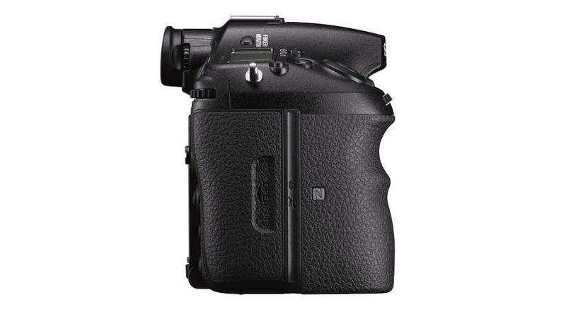 Sony A99 II 單眼反光相機機身右側