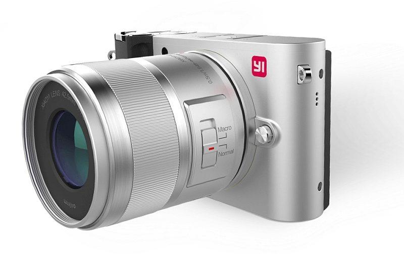 小蟻微單相機 M1 「冰河銀」的模樣。