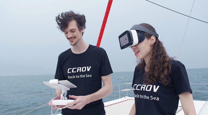 用家戴上 VR 眼鏡後,便能以FPV 方式操作 CCROV,感覺有如在海中潛水。