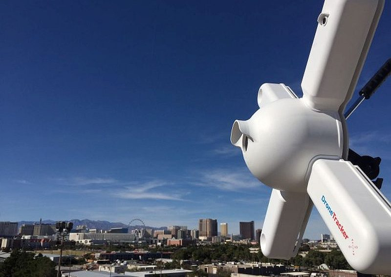 Dedrone DroneTracker 反無人機裝置具備多組感應器,令保安專家能更準確鎖定無人機位置、飛行路線和操作者所在。
