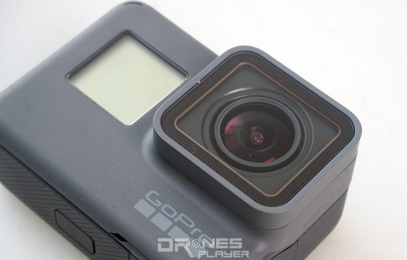 GoPro HERO 5 Black 機身預設防水,鏡頭前的濾鏡也換上平面設計,以減少反光。