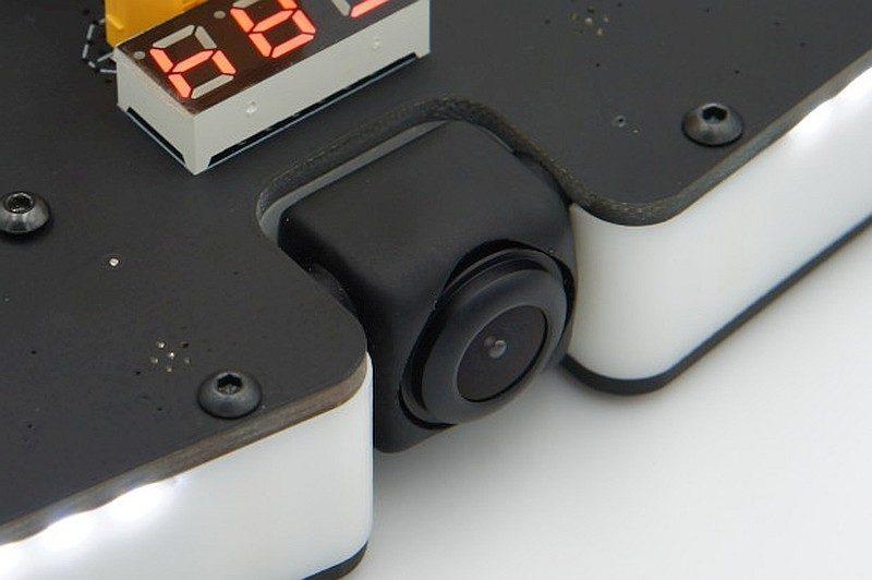VIFLY R220 的 FPV 鏡頭由橡膠包裹著,即使「摔機」也不會造成太大損傷。