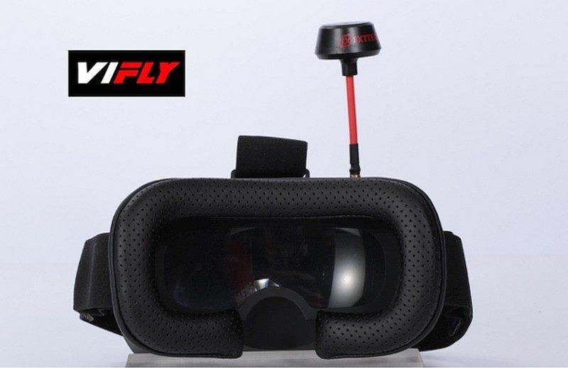 VIFLY R220 頂級套裝會附帶一副 FPV 眼鏡,讓飛手以 FPV 方式進行操控。