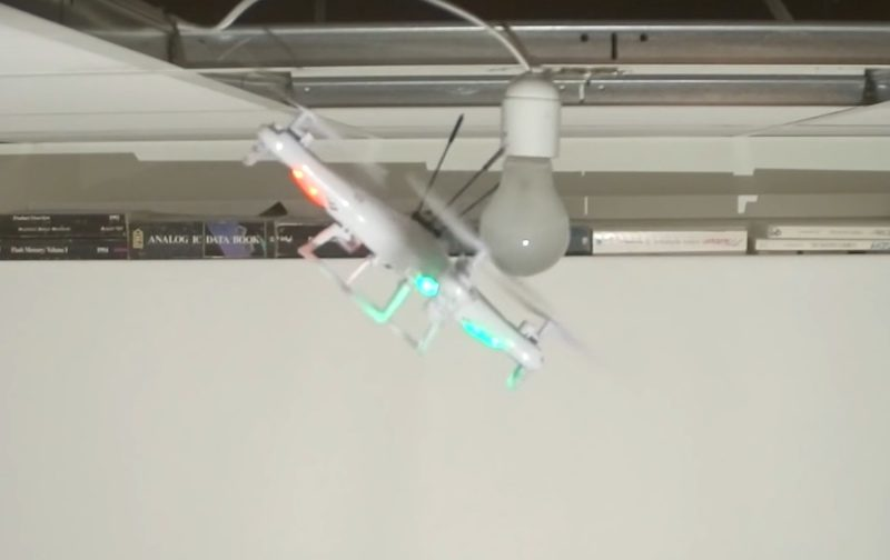 無人機要對準燈泡也不是易事。