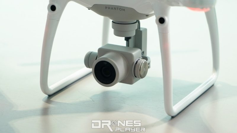 DJI Phantom 4 Pro 相機轉用 1 吋 CMOS 感光元件,擁有 2,000 萬拍攝像素,這可是比兩年前推出的專業級機型 Inspire 1 更強呢!