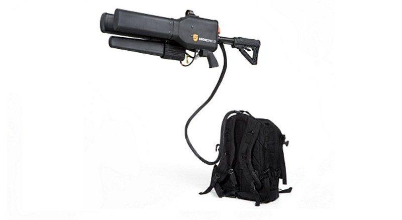 DroneShield Dronegun 需連接特製背包操作,內藏大型電池供電。