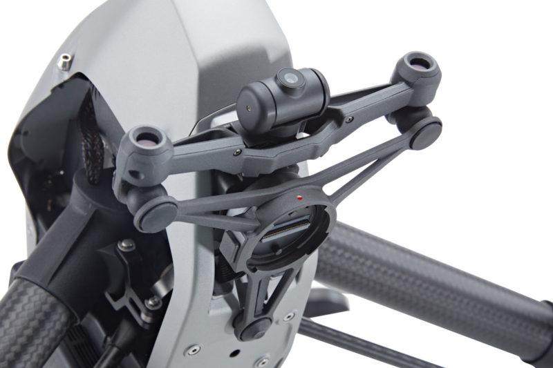 DJI Inspire 2 機首中央設有 FPV 鏡頭,左右兩旁為前置立體視覺感測器。