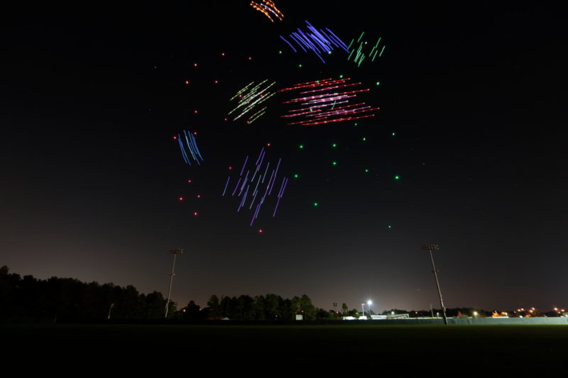 Intel Disney Starbright Holidays 無人機表演 - 星星